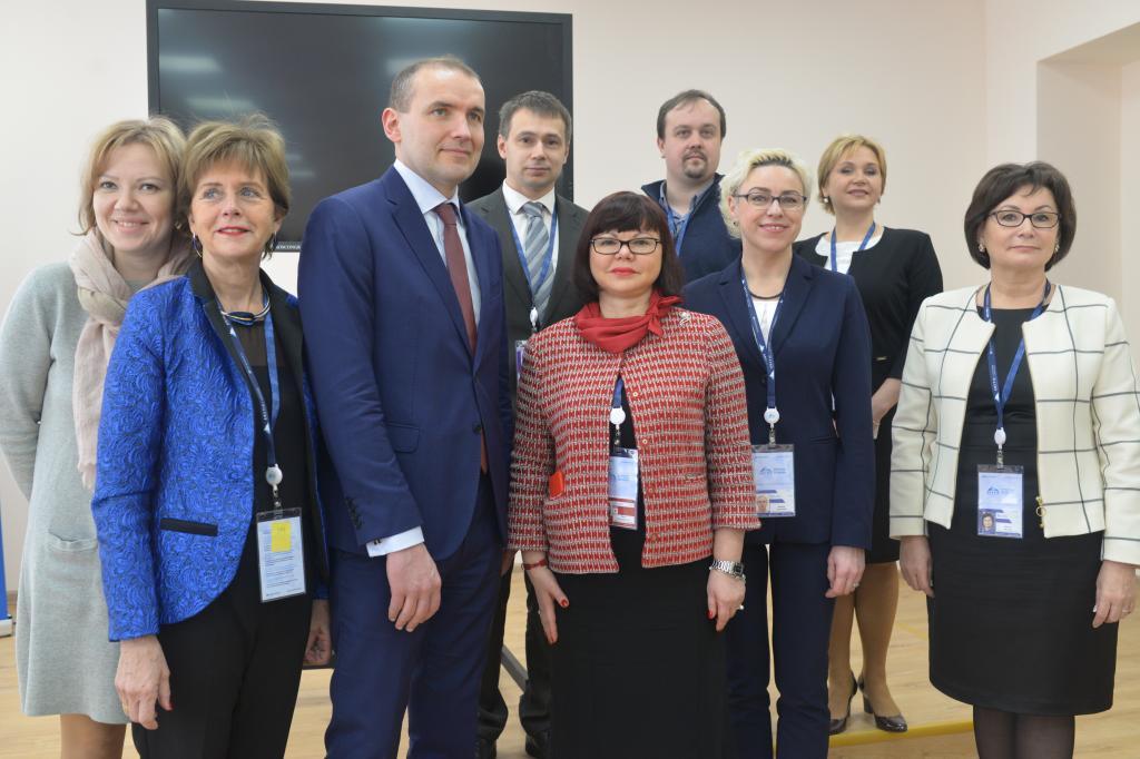 Путин вшутку предложил посодействовать маленькой беззащитной Исландии
