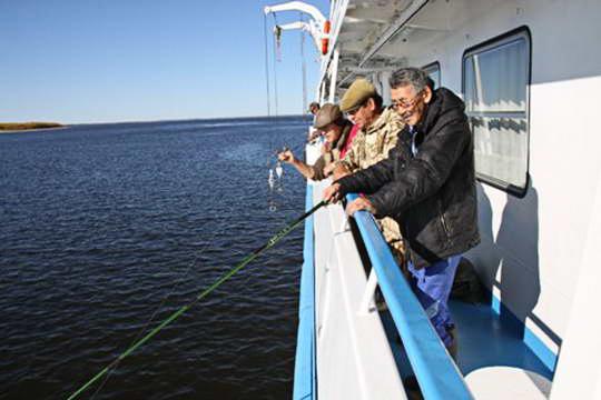рыбалка на теплоходе в якутии